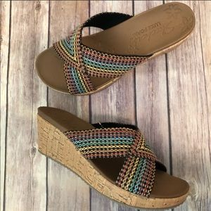 New in box Skechers delighted sandals